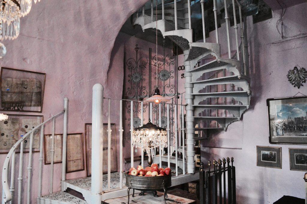 Café Camelot - Dit roze restaurant in Krakau mag je niet missen!